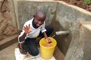 The Water Project : 28-kenya4715-clean-water