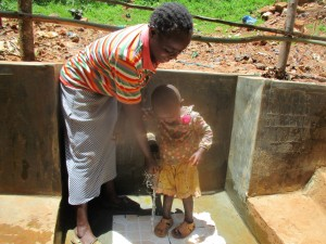 The Water Project : 30-kenya4706-protected-spring