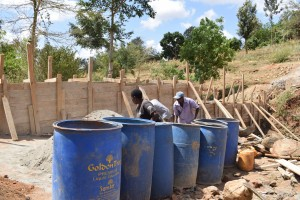 The Water Project : 32-kenya4757-construction