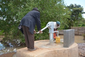The Water Project : 4-kenya4776-finished-well