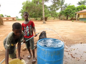 The Water Project : 26-sierraleone5106-flushing