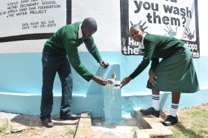 The Water Project : 35-kenya4803-finished-tank