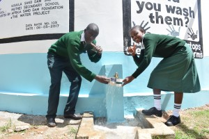 The Water Project : 36-kenya4803-finished-tank