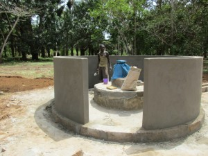 The Water Project : 39-sierraleone5107-building-well-pad