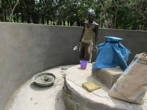 The Water Project : 40-sierraleone5107-building-well-pad