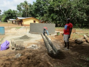 The Water Project : 41-sierraleone5107-building-well-pad