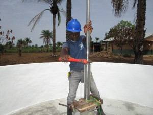 The Water Project : 44-sierraleone5106-pump-installation