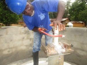 The Water Project : 44-sierraleone5107-installing-pump