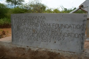 The Water Project : 45-kenya4763-finished-hand-dug-well