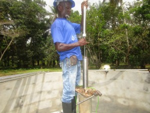 The Water Project : 45-sierraleone5107-installing-pump