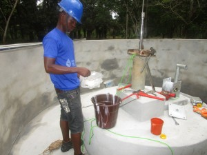 The Water Project : 46-sierraleone5107-installing-pump