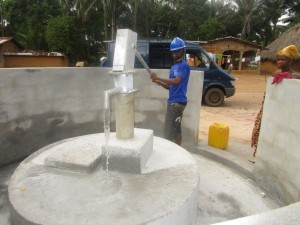 The Water Project : 49-sierraleone5107-water-flowing