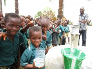 The Water Project : 51-sierraleone5106-clean-water-flowing