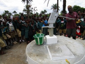 The Water Project : 56-sierraleone5106-clean-water-flowing
