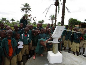 The Water Project : 60-sierraleone5106-clean-water-flowing