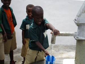 The Water Project : 65-sierraleone5106-clean-water-flowing