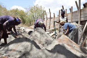 The Water Project : 26-kenya4758-sand-dam-construction